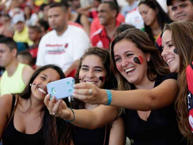 Photo : FIFA World Cup: Why Tweets Won't 'Chirp' in Brazil