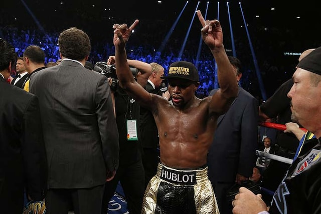 Mayweather Beats Pacquiao to Win Fight of the Century