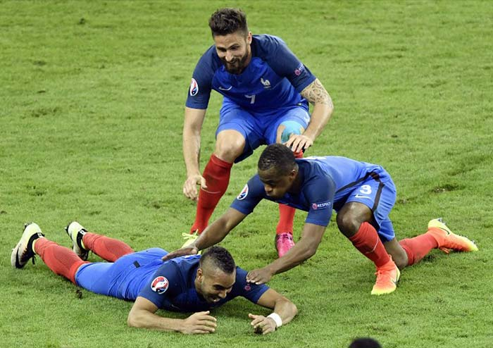 Euro 2016: Dimitri Payet Gives France Emotional Win in Opening Match
