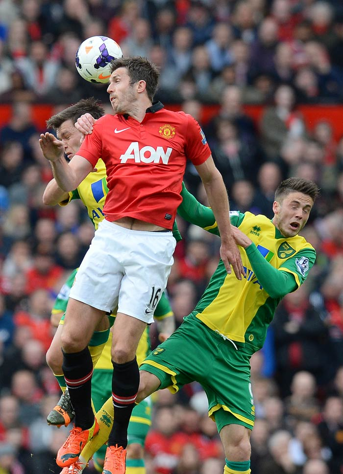 Ryan Giggs helps Manchester United beat Norwich