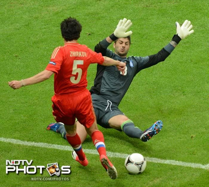 Euro 2012: Greece knock out Russia, enter quarters
