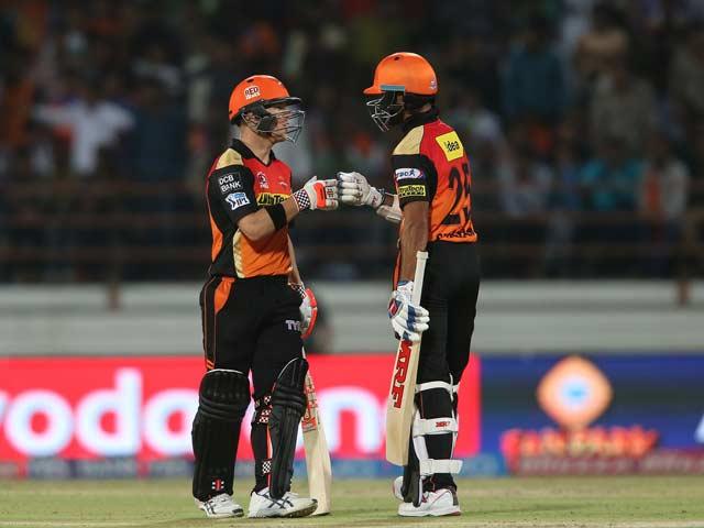 Photo : IPL: David Warner, Shikhar Dhawan Hand Gujarat Lions Their First Loss