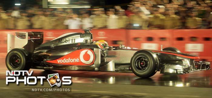 Lewis Hamilton wows fans in Mumbai