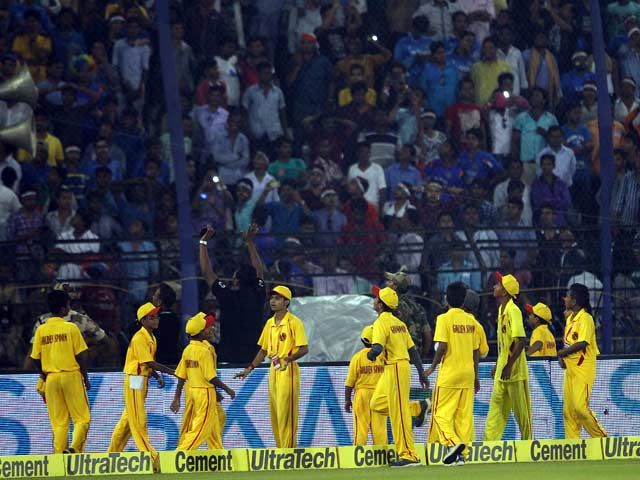 Photo : South Africa Achieve Six-Wicket Win And Take Unbeatable Series Lead As Crowd Trouble Mars Game