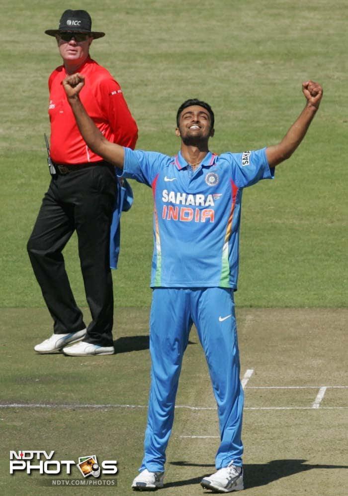 India defeat Zimbabwe in opening ODI