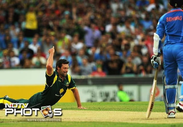 Australia batter India to qualify for finals