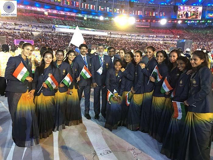 ओलिंपिक ओपनिंग सेरेमनी: शान से चले भारतीय खिलाड़ी, बिंद्रा ने तिरंगा लेकर की अगुवाई