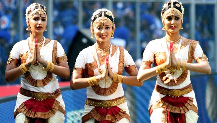 The cheering squad of IPL 6