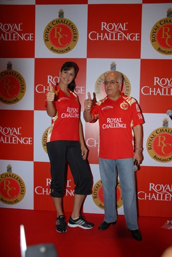 Katrina cheers for Challengers