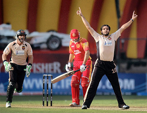 21st Match: Royal Challengers vs Deccan Chargers
