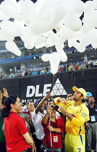 54th Match: Chennai Super Kings vs Deccan Chargers