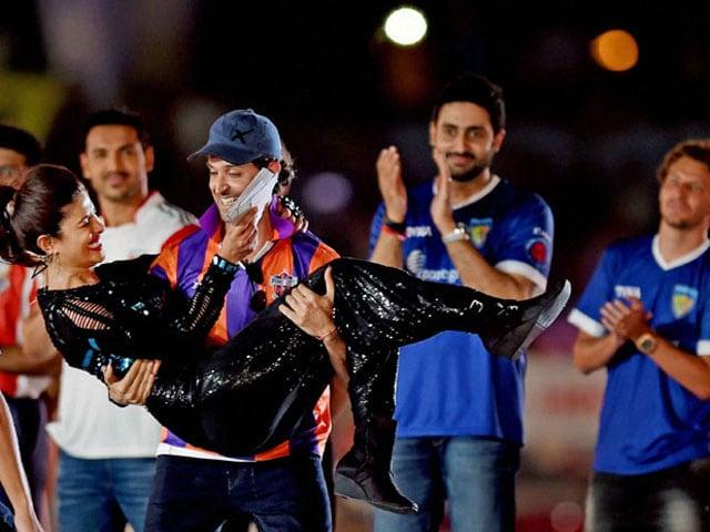 Photo : Indian Super League Kicks Off With Glitzy Ceremony