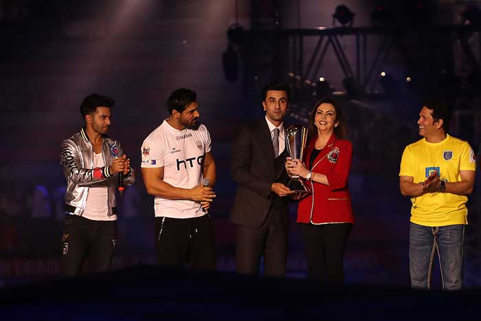 ISL: A Glittery Start to The Third Season in Presence of Stars
