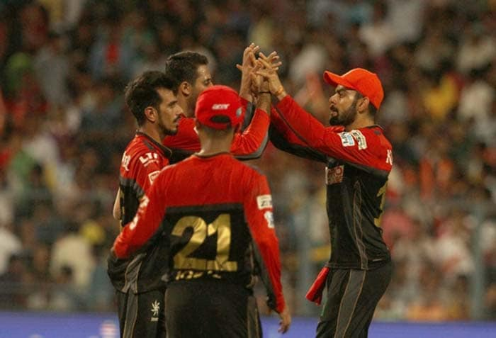 IPL: Kohli, De Villiers Help RCB Thrash KKR by Nine Wickets To Stay Alive in Play-Off Race