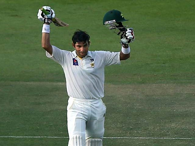 Misbah Does a King Viv With Fastest Test Ton