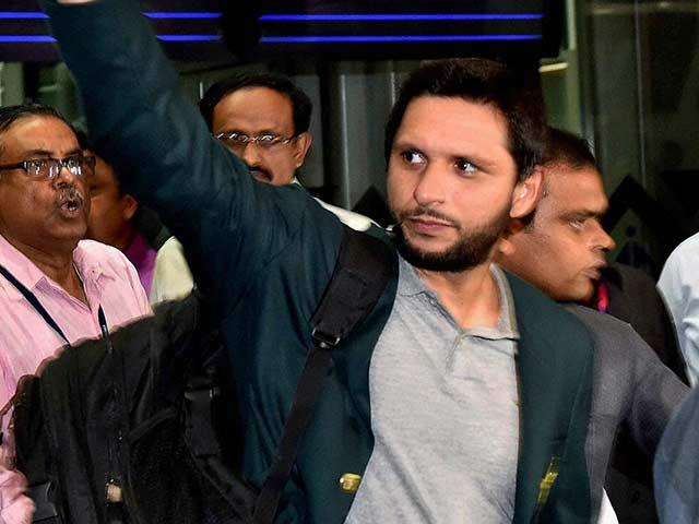 Photo : वर्ल्ड टी-20: कोलकाता पहुंची पाकिस्तान क्रिकेट टीम, 19 मार्च को होगा टीम इंडिया से महामुकाबला