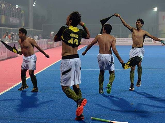 Pakistan Players Taunt India Fans With Obscene Gestures