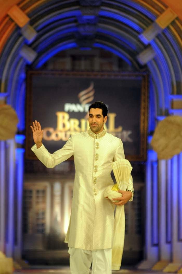 Cricketers Younus Khan, Umar Gul walk the ramp