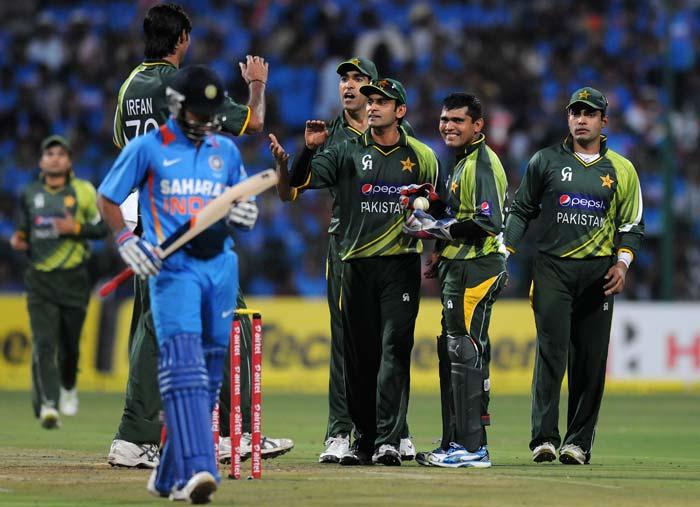 1st T20: Pakistan beat India by 5 wickets to go 1-0 up