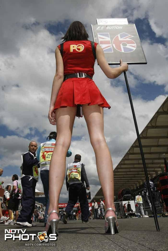 F1: Pit babes world over