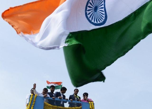 PV Sindhu, Coach Gopichand Receive Grand Welcome In Hyderabad