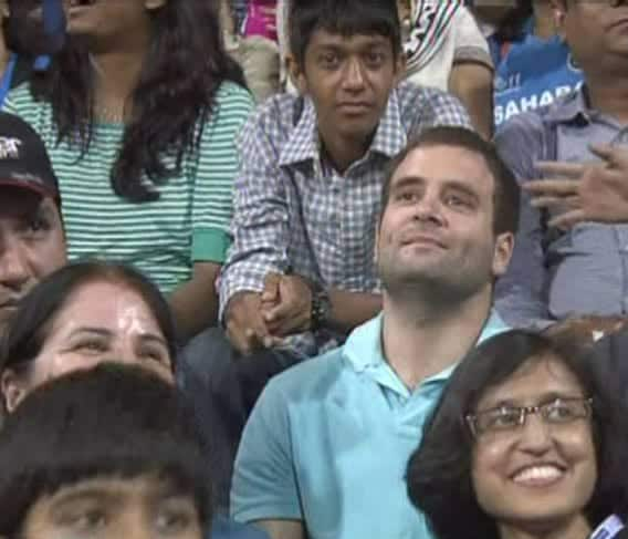 Rahul Gandhi in aam admi stand