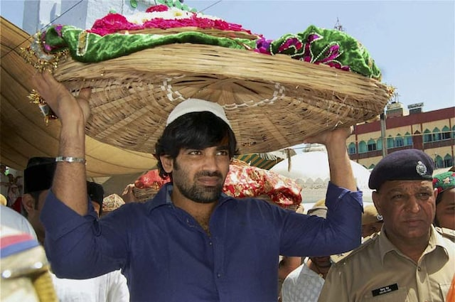 Zaheer, Kohli take RCB to Ajmer Sharif