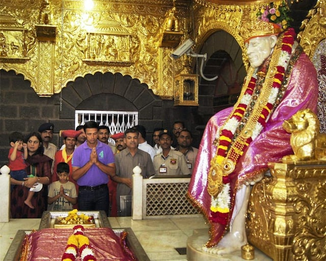 Rahul Dravid visits Shirdi with family