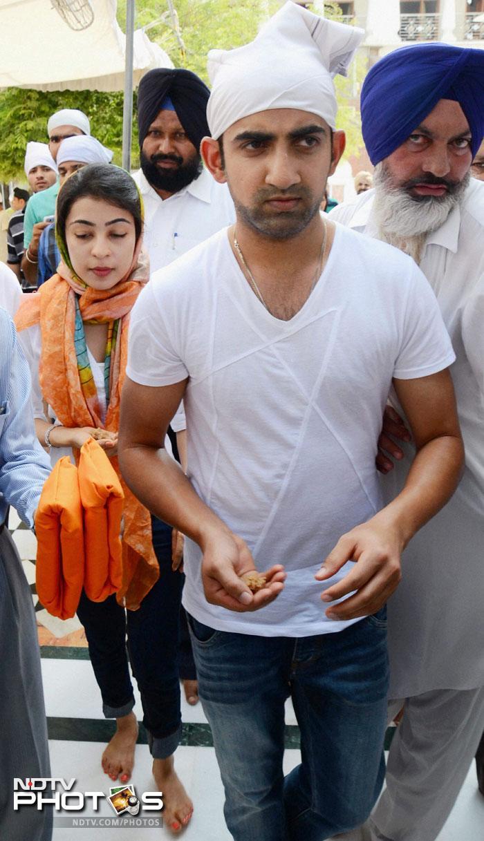 Gautam Gambhir visits the Golden Temple with wife Natasha