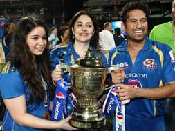 Photo : Mumbai Indians celebrate IPL win and Sachin Tendulkar!