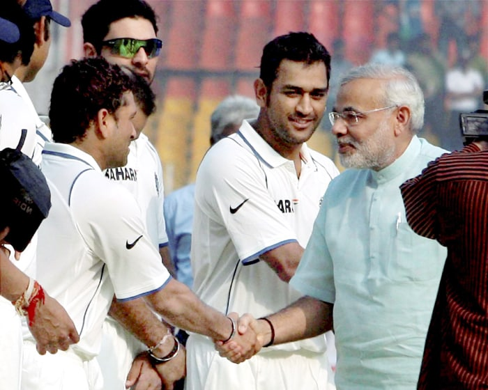 Narendra Modi felicitates Sachin
