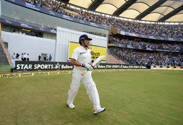 Wankhede erupts as Sachin fires on Day 1