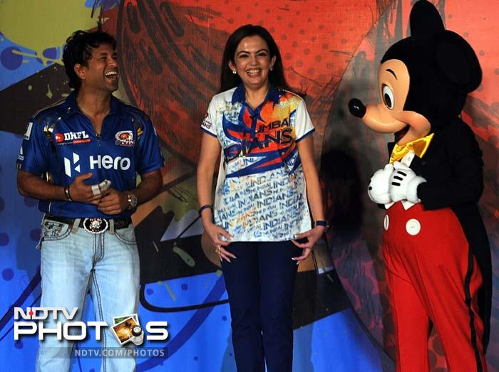 Sachin, Harbhajan's day out with Mickey Mouse