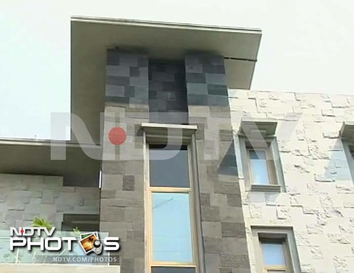 Sachin buys Rs. 100 crore cover for new home