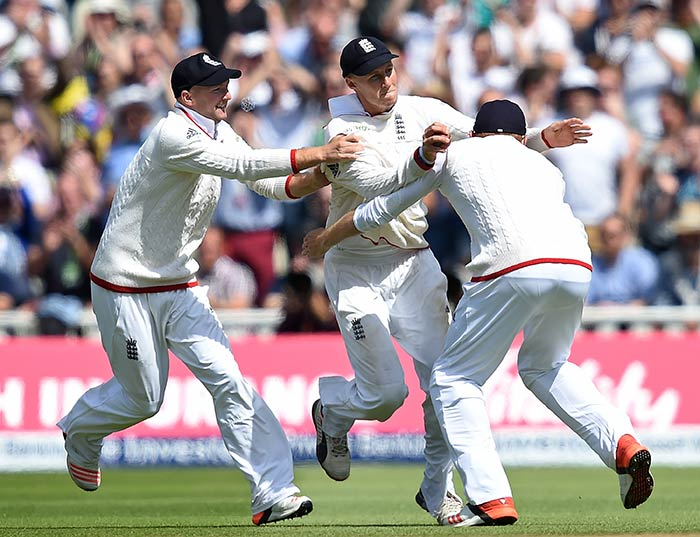 Ashes 2015: England Crush Australia by 8 Wickets to Take 2-1 Series Lead