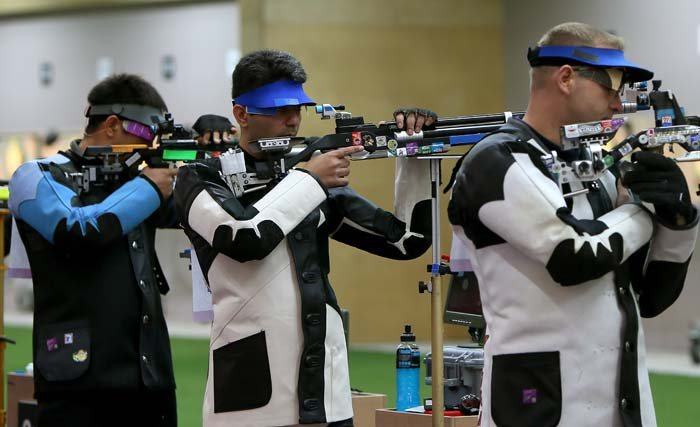 Olympic shooting: Bindra crashes out, Narang keeps India