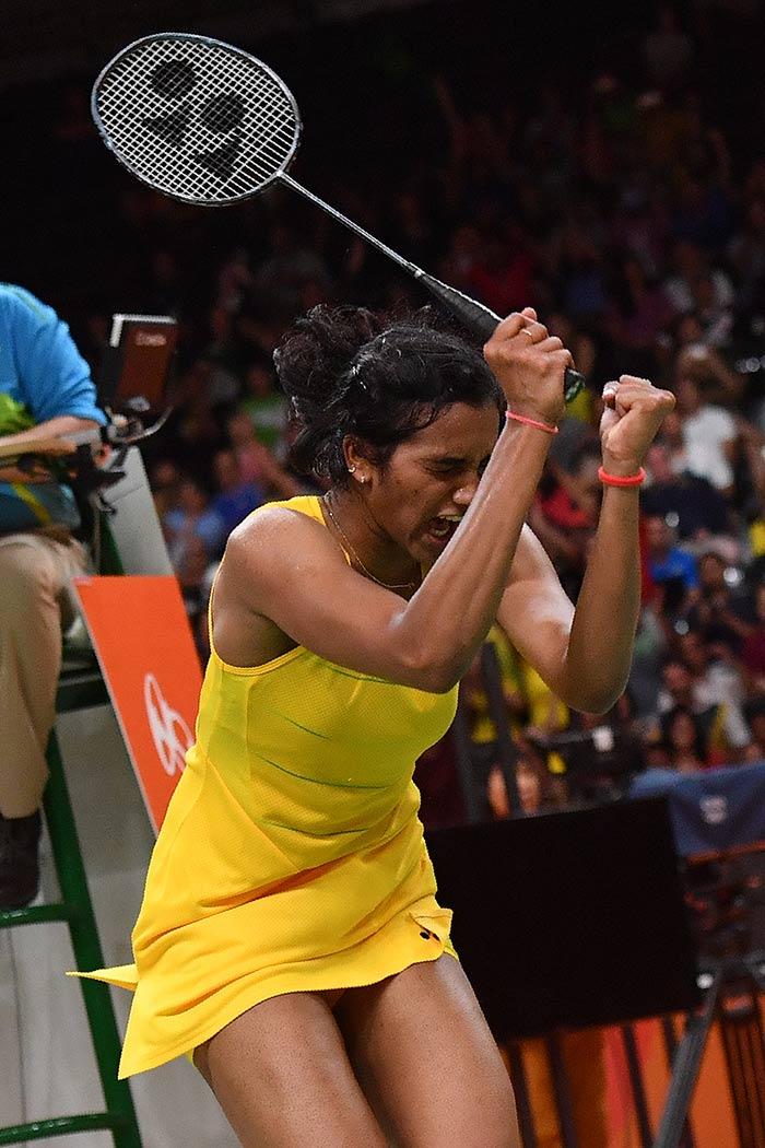 सिंधु ने ओलिंपिक में सिल्वर मेडल जीतकर रचा इतिहास