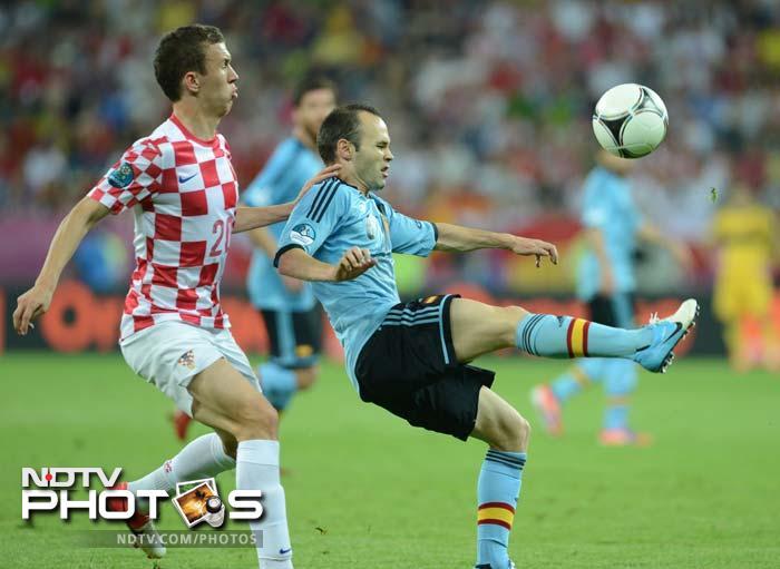 Euro 2012: Navas scores for Spain, Croatia bow out