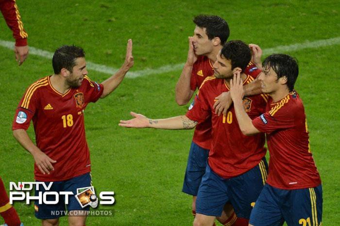 Spain hammer Ireland 4-0