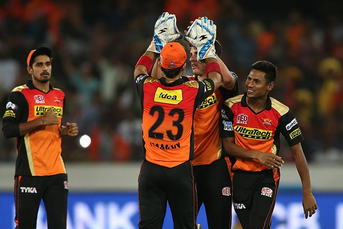 IPL: Sunrisers Hyderabad Beat Royal Challengers Bangalore By 15 Runs