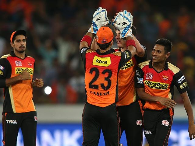 IPL: Sunrisers Hyderabad Beat Royal Challengers Bangalore By 15 Runs