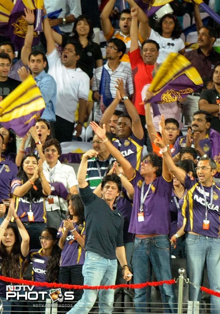 Excited SRK somersaults after Kolkata win