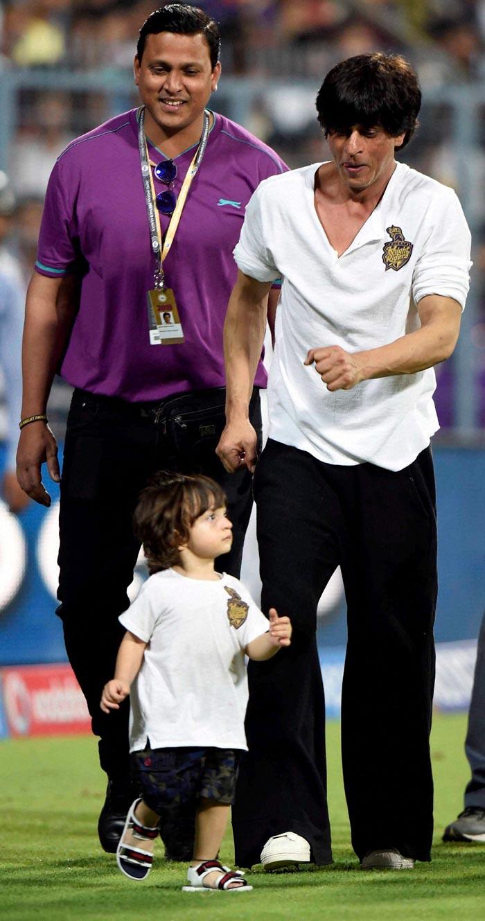 IPL 2015: Shah Rukh Khan Leads KKR