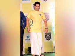 Photo : Sachin Tendulkar Unveils Kerala Blasters 2016 Squad