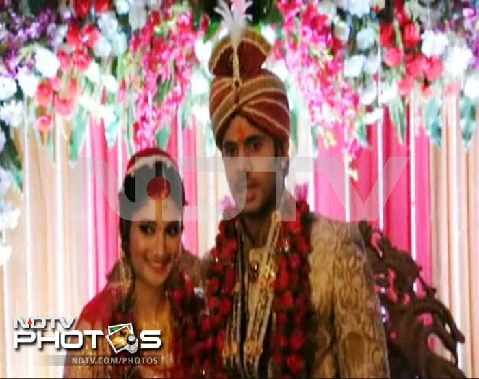 Cricketer Manoj Tiwary marries long-term girlfriend