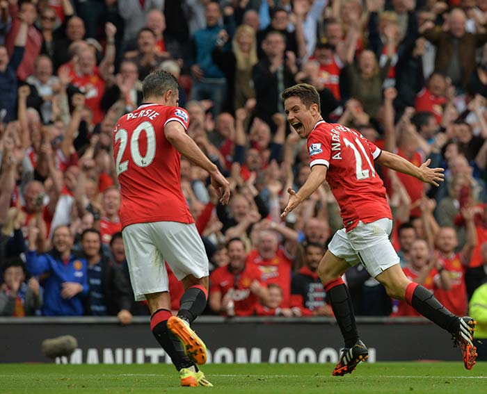 Manchester United F.C. Thrash QPR in First EPL Win of Season | Photo Gallery