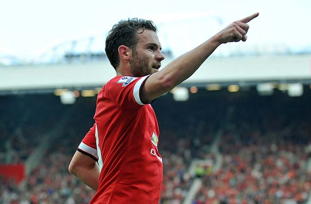 Manchester United F.C. Thrash QPR in First EPL Win of Season