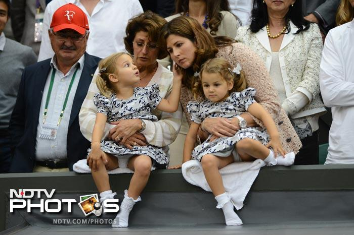 Federer's twins cheer for their 'Daddy Dearest'
