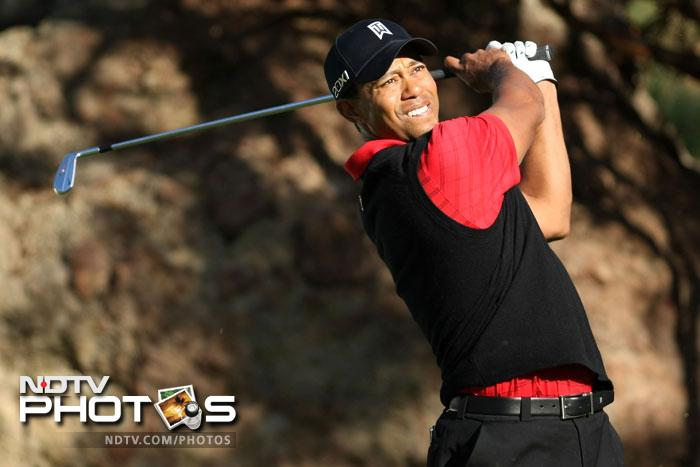 Tiger Woods scores roaring win