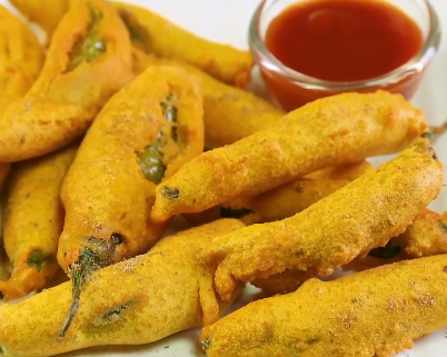 How To Make Hari Mirch Ke Pakode At Home